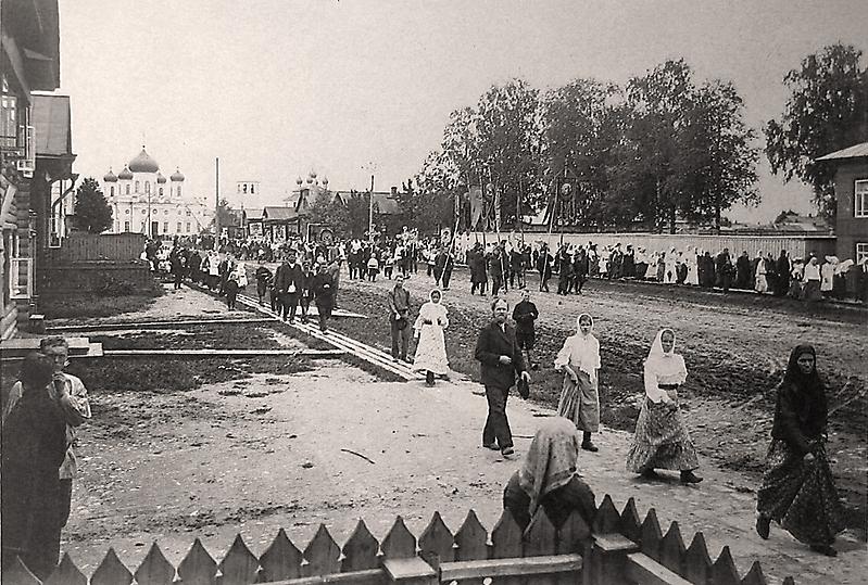 Крестный ход от Благовещенского собора к часовне св.Николая